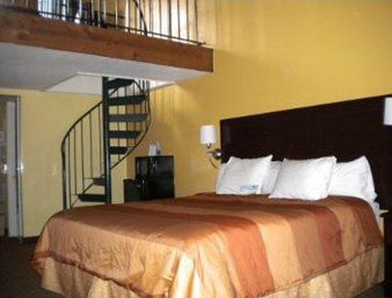 Days Inn And Suites Downtown Gatlinburg Parkway: One Queen Bed with Loft