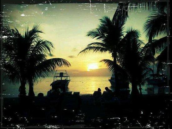 Henry Morgan Resort: Atardecer en la isla...