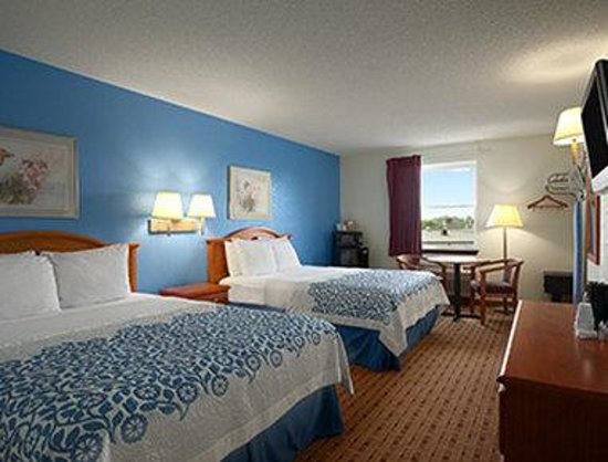 Days Inn Lancaster PA Dutch Country: Standard Two Queen Bed Room