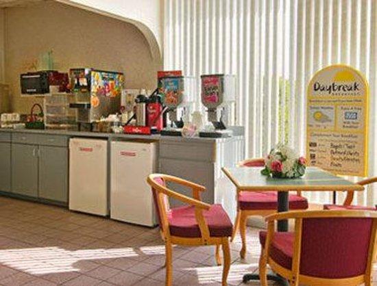 Days Inn McDonough : Breakfast Area