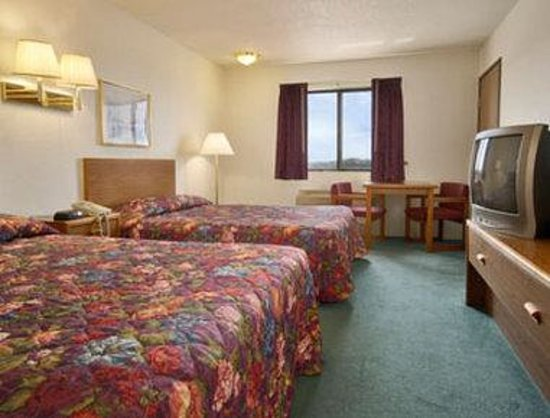 Days Inn Chamberlain/Oacoma: Standard Two Queen Bed Room