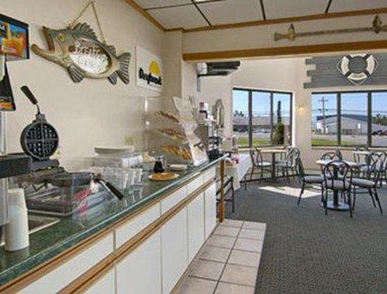 Days Inn Alpena: Breakfast Area