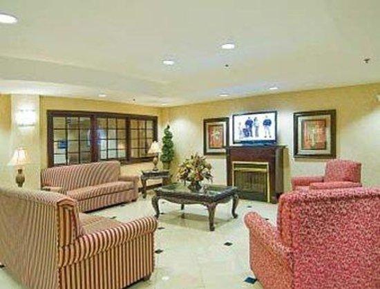 Days Inn & Suites Prattville-Montgomery: Lobby