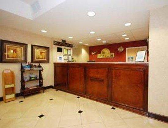 Days Inn & Suites Prattville-Montgomery: Front Desk