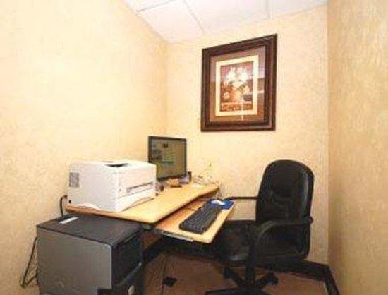 Days Inn & Suites Prattville-Montgomery: Business Center