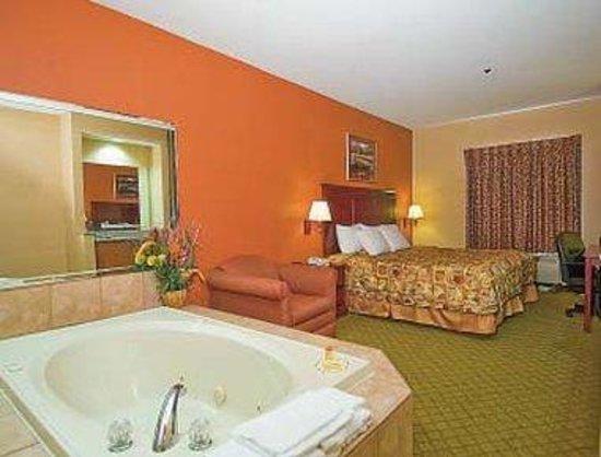 Days Inn & Suites Prattville-Montgomery: Jacuzzi Suite