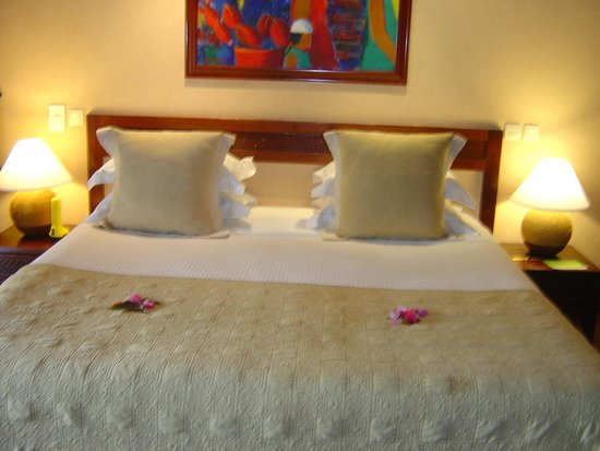 Manava Beach Resort & Spa - Moorea : la grandeur du lit