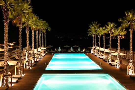 Anantara Vilamoura Algarve Resort: pool at night