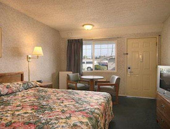 Days Inn Fresno Central: Standard King Bed Room