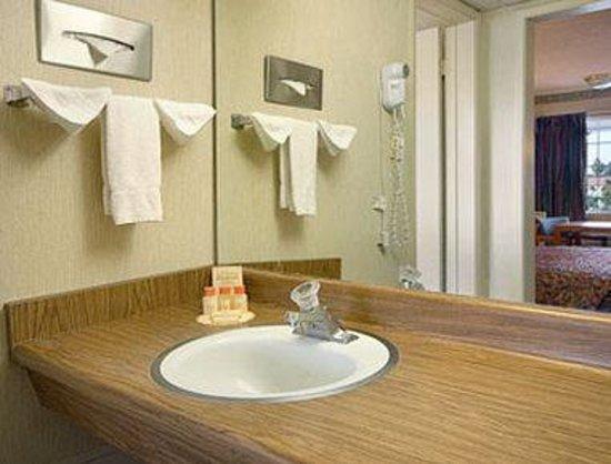 Days Inn Fresno Central: Bathroom