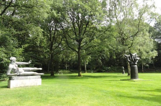 NH Arnhem Rijnhotel : Open air sculpture park in Kröller-Müller Museum