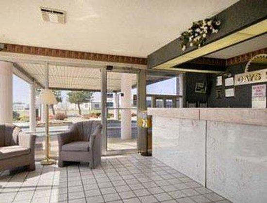 Days Inn Greeneville: Lobby
