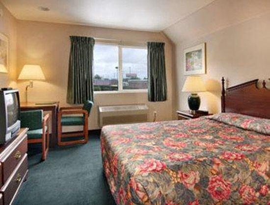 Days Inn Seattle Aurora: Standard Queen Bed Room