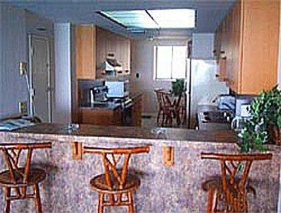 Days Inn and Suites Key Islamorada: Full Kitchen in Presidential Suite