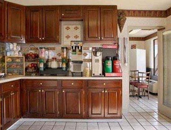 Days Inn Greeneville: Breakfast Area