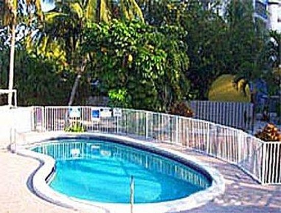 Days Inn and Suites Key Islamorada : Pool