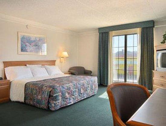 Days Inn Richmond/South : Standard King Bed Room