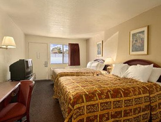 Park Avenue Inn & Suites : Standard Two Double Bed Room