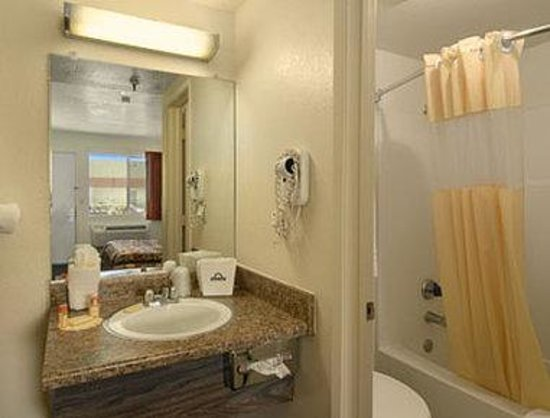 Park Avenue Inn & Suites: Bathroom