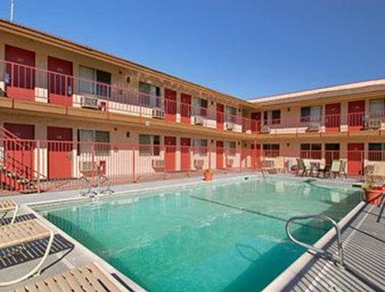 Park Avenue Inn & Suites: Pool