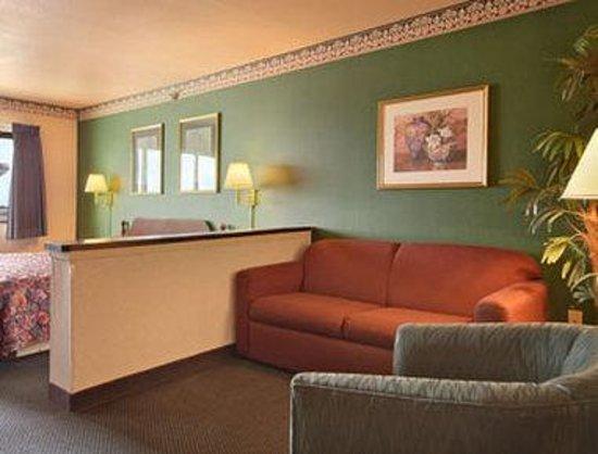 Days Inn & Suites of Morris: Suite