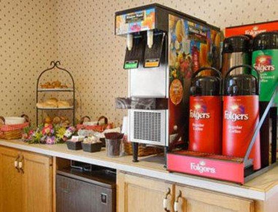Days Inn Red Wing: Breakfast Area