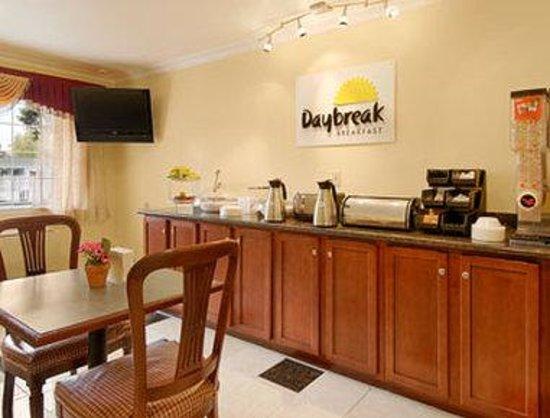 Days Inn Ukiah: Breakfast Area