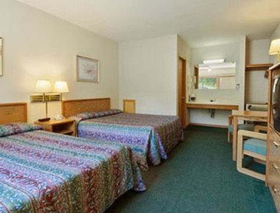Days Inn Red Wing: Standard Two Queen Bed Room