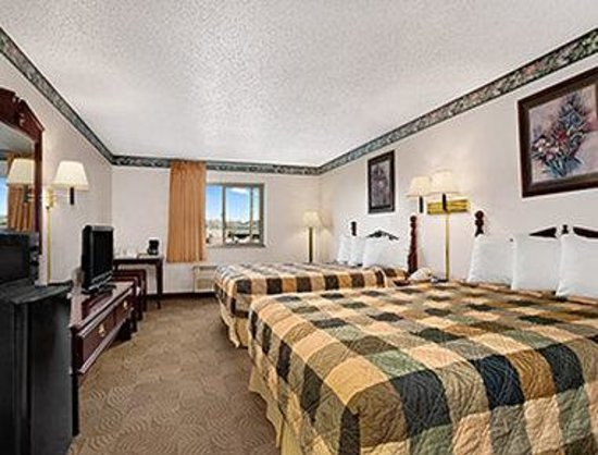 Days Inn Sheridan: Two Queen Bed Guest Room