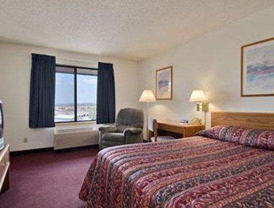 Days Inn Johnson Creek: Standard Queen Bed Room