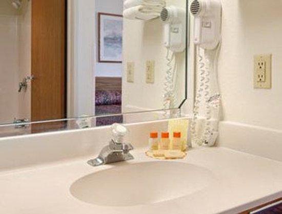 Days Inn Johnson Creek: Bathroom