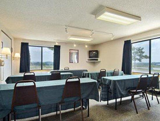 Days Inn Johnson Creek: Meeting Room