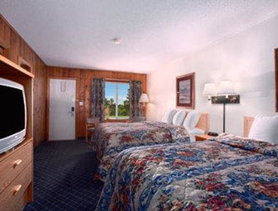 Days Inn Worland : Standard Two Queen Bed Room.