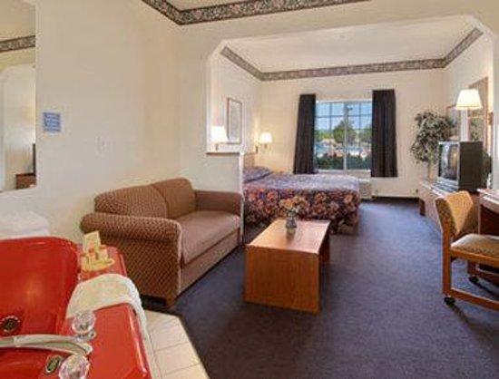 Days Inn & Suites Gresham : Jacuzzi Suite