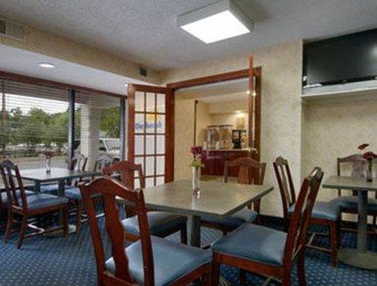 Days Inn Newark Wilmington: Breakfast Area