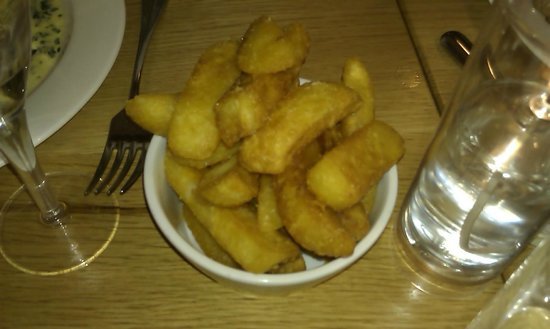 The Circus Restaurant: i always need fat chips!