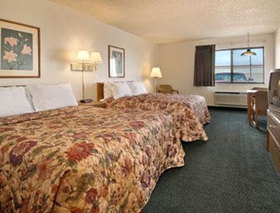 Days Inn Sidney: Standard Two Queen Bed Room