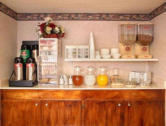 Days Inn Texarkana: Breakfast Area