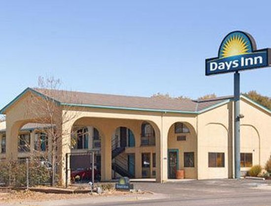 Welcome to the Days Inn Espanola
