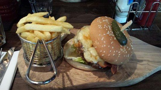 pentahotel Birmingham: Cheeseburger and chips £13.00