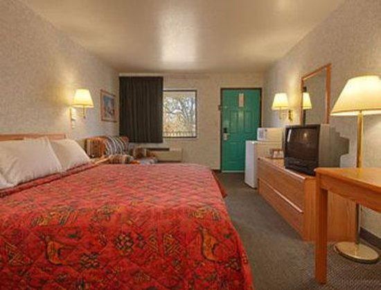 Days Inn Espanola: Standard King Bed Room With Micro/Fridge