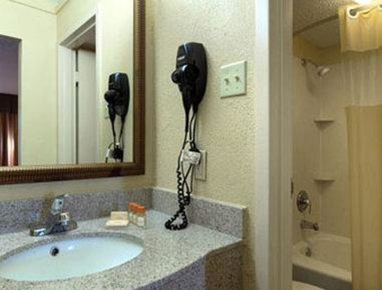 Days Inn Washington: Bathroom