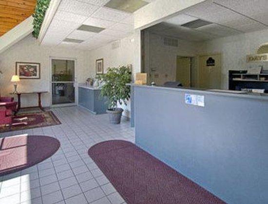 Days Inn & Suites Lexington, Ky: Lobby