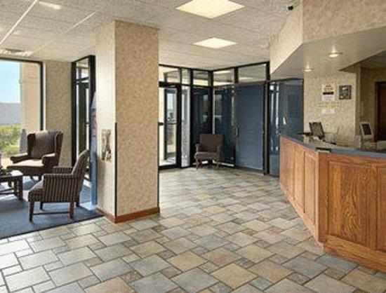 Days Inn Staunton : Lobby