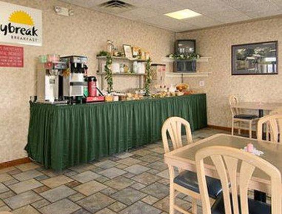 Days Inn Staunton North : Breakfast Area