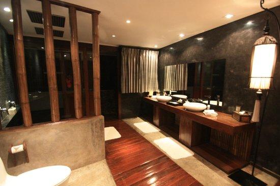 Villa Samadhi : Dubbele regendouche in de badkamer