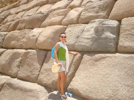 Plateau de Gizeh : Closeup of Pyramid of Giza