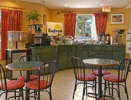 Days Inn Gulfport: Breakfast Area