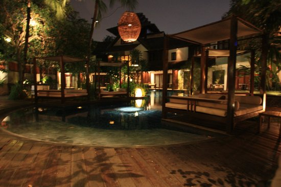 Villa Samadhi : Tuin met zwembad