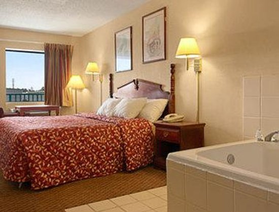 Days Inn Gulfport: Standard Jacuzzi Bed Room